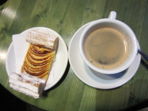 An americano with an apple pastry